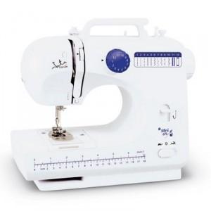 La máquina de coser mini MC675 de JATA es una de las opciones más económicas.
